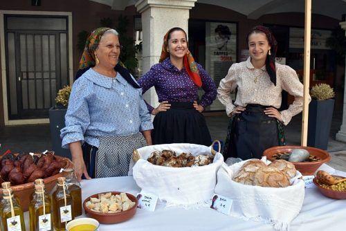 Três linda minhotas n'O Feirão - Mercado Tradicional em Andorra