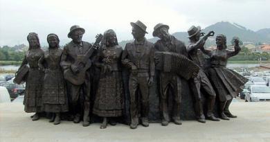 O primeiro grupo folclórico, onde apareceu?