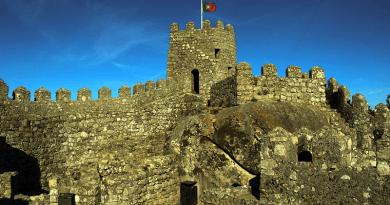 Lendas dos sete ais. O castelo dos Mouros em Sintra.