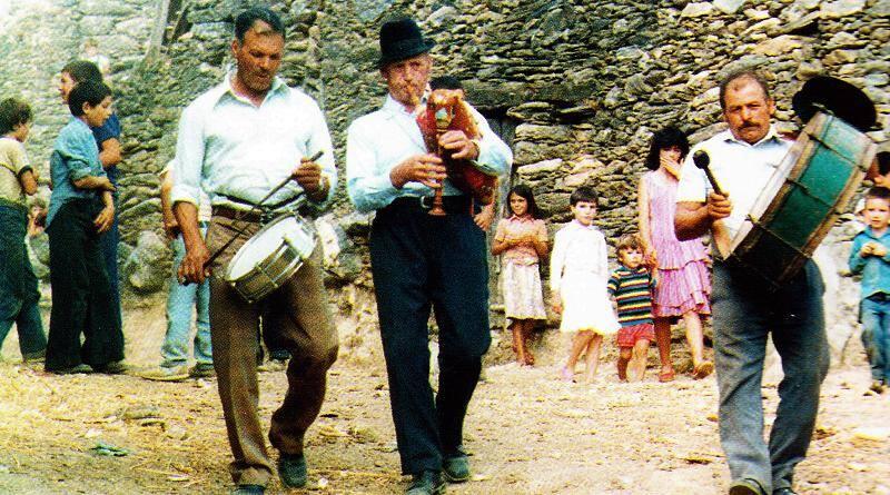 Música de tradição oral portuguesa. Gaiteiro, caixa e bombo. Vinhais, 1986