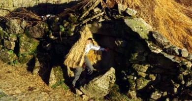 Folclore eCultura Tradicional | Croça - Telhados de colmo em Lamas d'Olo, Vila Real