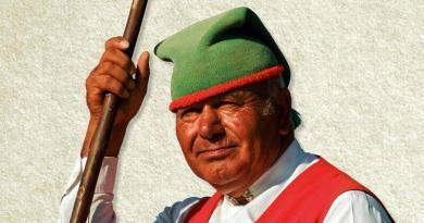 O barrete do campino ribatejano tem as cores da bandeira nacional