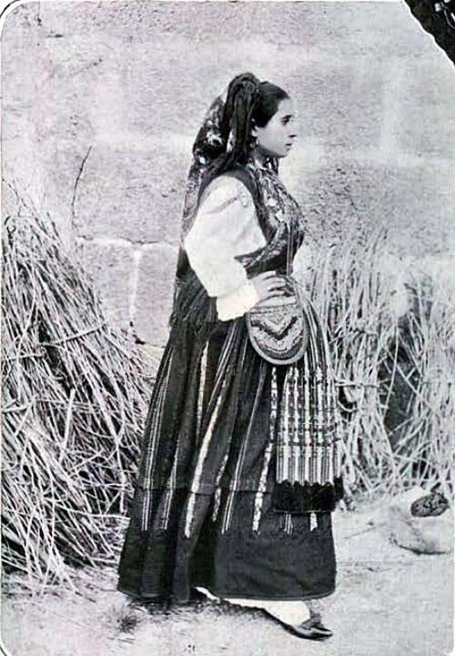 Uma mulher minhota com algibeira